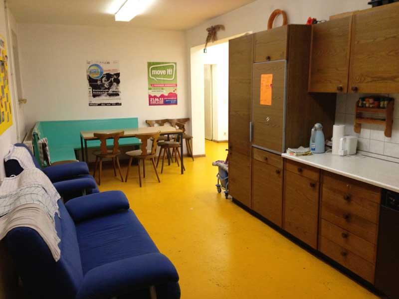 Gemütliche Sitzecke und Küche